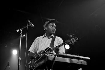 musician ONUINU at a show
