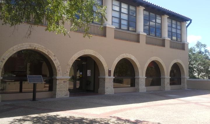 Lampasas Hall, Honors college
