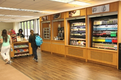 New coffee kiosk and snack bar in Alkek Library