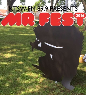 MR Fest's Otis is hanging out at the Courthouse Lawn. Photo by Jasmine Kardani.