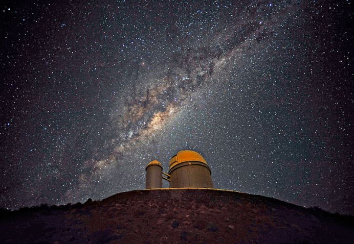800px-the_galactic_centre_above_the_eso_3-6-metre_telescope