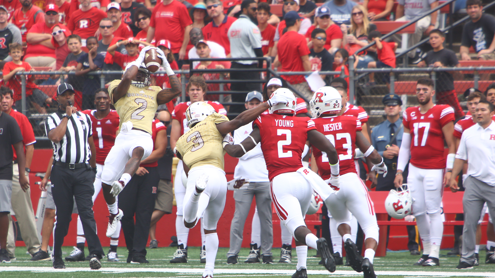 Texas State University's wide reciever Jah'Marae Sheread hauls in a 23-yard pass against the Rutgers