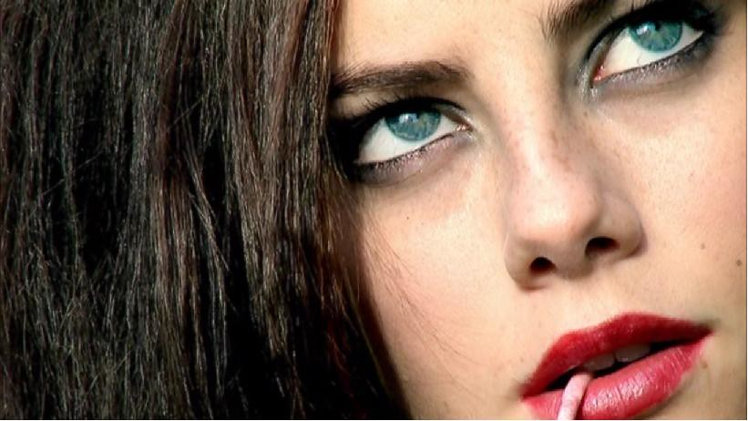 "A screenshot of an extreme closeup of Effy Stonem from the show ""Skins"""