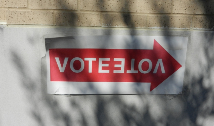 A sign indicating which direction to go vote.